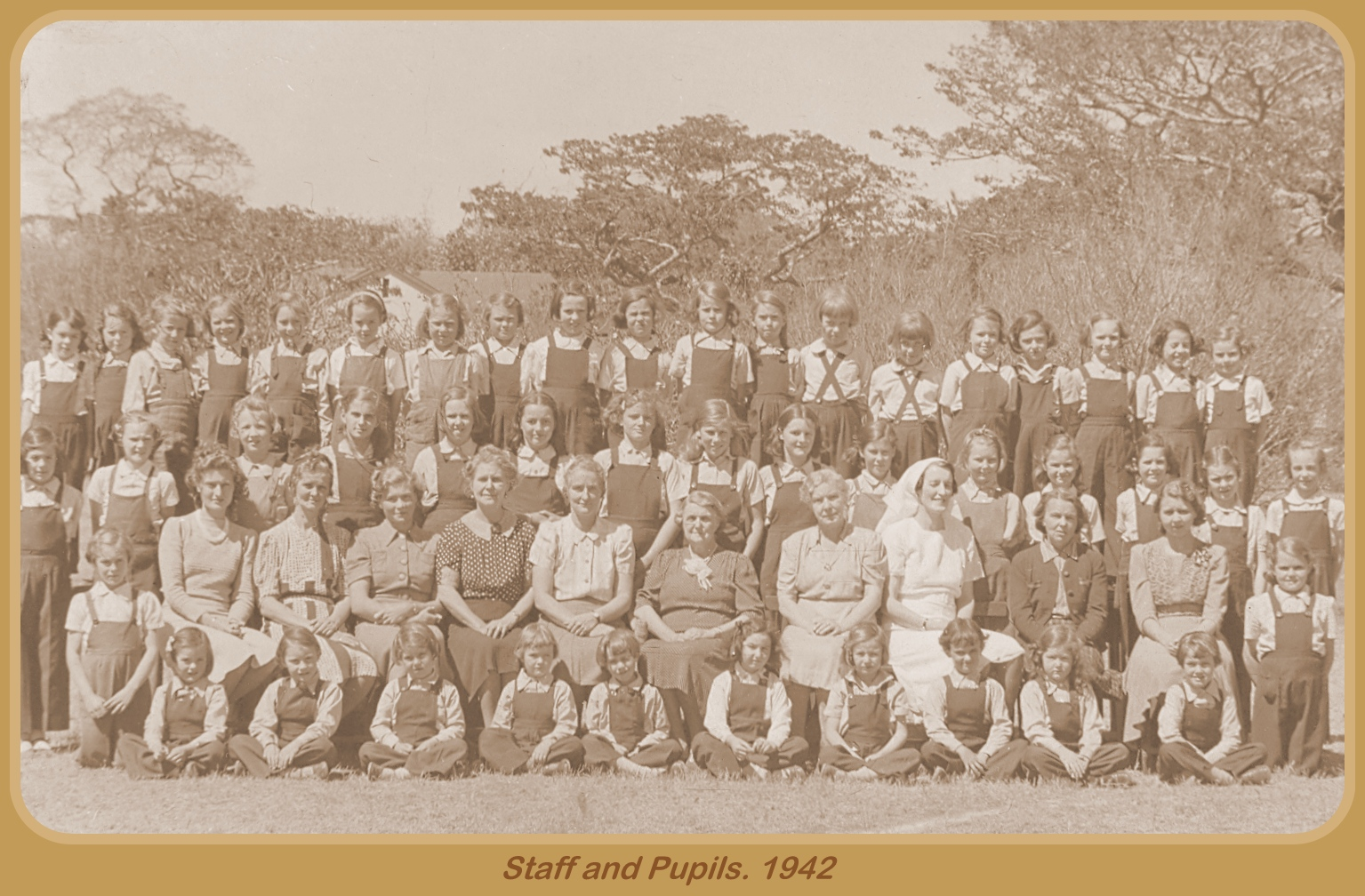 Staff & Pupils 1942